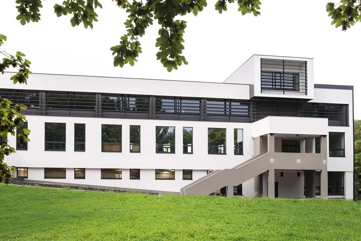 hlinikove okna pre administrativne budovy